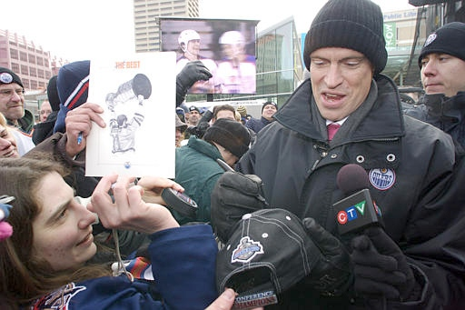 Mark Messier greets fans in Edmonton's Churchill Square during a tribute to the hometown hero in Edmonton, Alta. on Monday Feb. 26, 2007. Edmonton has organized two days of celebrations to honour Messier and has renamed part of a major thoroughfare after him. (CP PHOTO/John Ulan)