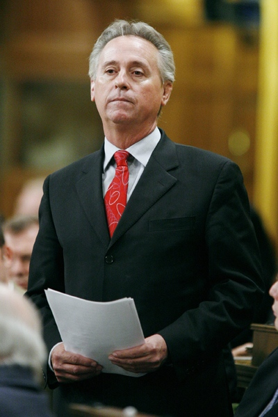 Conservative MP Tom Lukiwski apologizes prior to question period in the House of Commons on Parliament Hill in Ottawa on Friday April 4, 2008. (Sean Kilpatrick / THE CANADIAN PRESS)