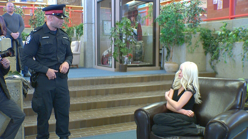In another scenario, the officer shows body language and behaviour that could lead to a violent outcome.