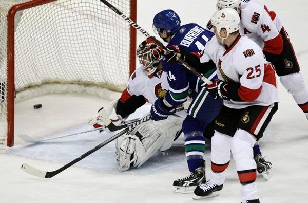 aaa02c95c First-place Canucks beat free-falling Senators 4-2