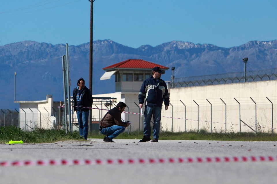 Police officers search for evidence in front of a prison near the city of Trikala, central Greece, on Saturday, March 23, 2013. (AP / Nikolas Giakoumidis)