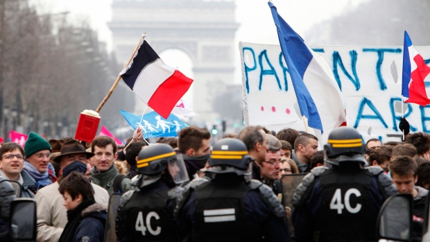 Thousands attend French anti-gay marriage protest