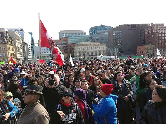Hundreds of supporters gather to cheer on the 'Journey of Nishiyuu' Cree team members as they arrive at Parliament Hill in Ottawa, Monday, March 25, 2013. (Daniele Hamamdjian / CTV News)