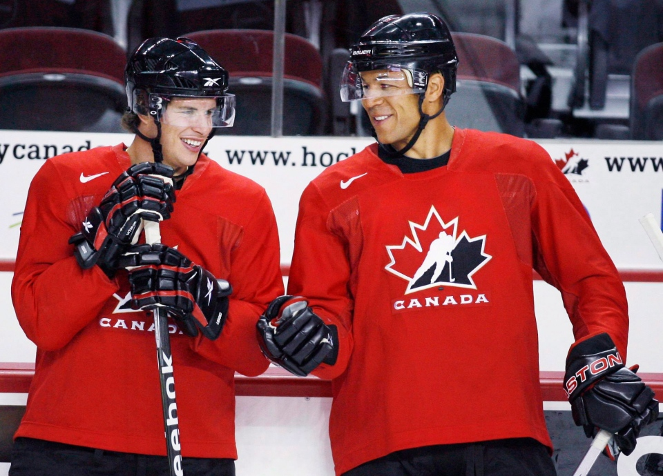 Sidney Crosby and Jarome Iginla chat during a practice at the Men's National Olympic Hockey Team orientation camp in Calgary, Tuesday, Aug. 25, 2009. The Calgary Flames have traded team captain Jarome Iginla to the Pittsburgh Penguins. (Jeff McIntosh /  THE CANADIAN PRESS)