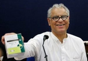 Anand Grover, a lawyer for the Cancer Patients Aid Association, who led the legal fight against Novartis, shows a package of Indian-made cancer drug costing US$175 per month as compared to Novartis' US$2600, during a press conference in New Delhi, India, Monday, April 1, 2013. (AP / Manish Swarup)
