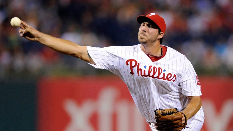 phillippe aumont pitches for phillies