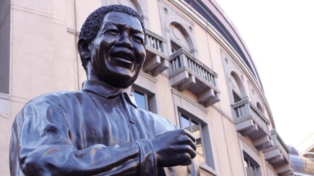 Mandela has family visitors in hospital