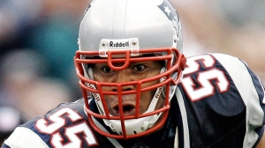 New England Patriots linebacker Junior Seau runs with the ball after an interception during New England's 34-17 win over the Cleveland Browns in a football game at Gillette Stadium in Foxborough, Mass., Oct. 7, 2007. (AP / Winslow Townson)