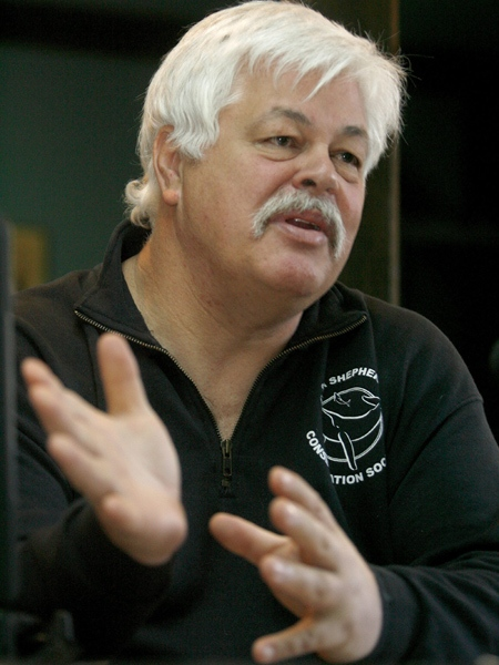 Environmental crusader Paul Watson, of the Sea Shepherd Conservation Society, speaks to reporters in Sydney, N.S. on Monday, April 14, 2008. (Mike Dembeck/The Canadian Press)