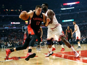 Toronto Raptors' Jonas Valanciunas tries to drive past Chicago Bulls' Nazr Mohammed during the first quarter in an NBA basketball game, Tuesday, April 9, 2013, in Chicago. (AP / Charles Cherney)