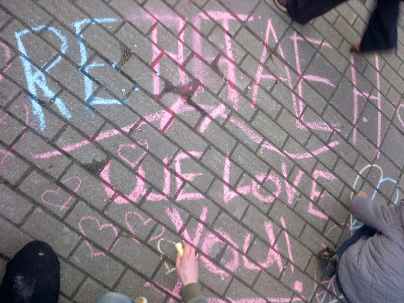 Children leave a message for Rehtaeh in chalk at a memorial in Halifax on Thursday, April 11, 2013. (Kelland Sundahl / CTV Atlantic)