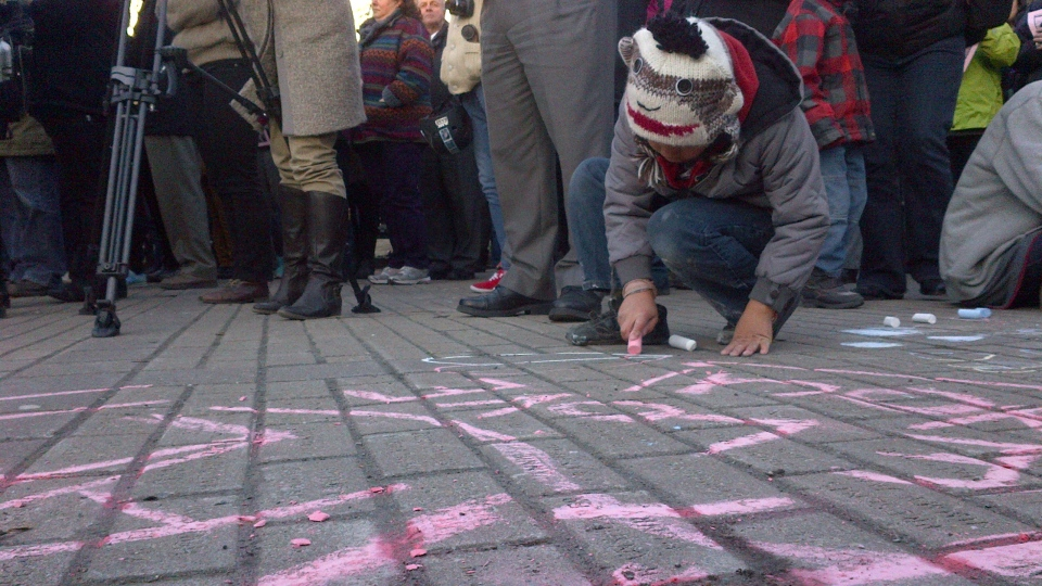 A child leaves a chalk message for Rehtaeh Parsons at a memorial in Halifax on Thursday, April 11, 2013. (CTV Atlantic)