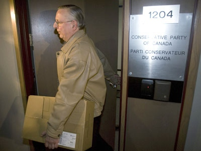 Andre Thouin, an elections official, carries a box as he leaves the Conservative Party Headquarters of Canada in Ottawa on April 15, 2008. (Tom Hanson / THE CANADIAN PRESS)