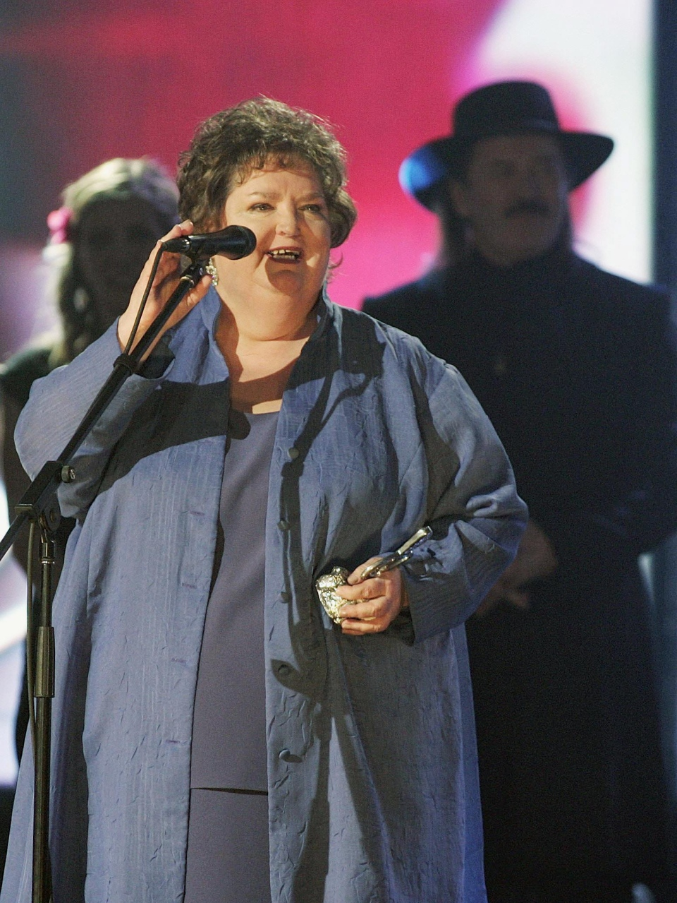 Rita MacNeil speaks after receiving a lifetime achievement award at the East Coast Music Awards in Sydney N.S. on Sunday Feb. 20, 2005. (CP / Jacques Boissinot)