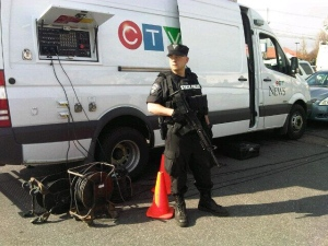 CTV News reporters are on the ground in Watertown, Mass. as police canvas the area for a suspected terrorist bomber.<br><br>Security is seen in Watertown, Mass., Friday, April 19, 2013.<br><br>(Austin Delaney / CTV News)