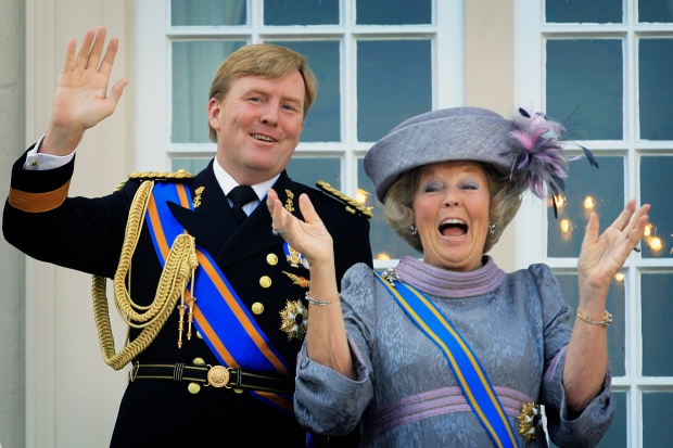 Song for new Dutch King criticized