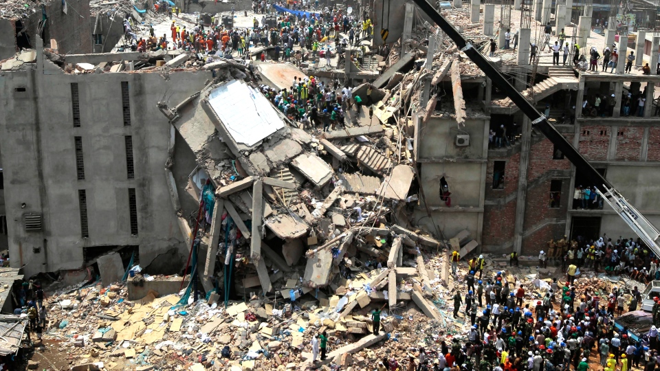 Bangladesh rescuers look for survivors and victims at the site of a building that collapsed Wednesday in Savar, near Dhaka, Bangladesh, Thursday, April 25, 201. (AP / A.M.Ahad)