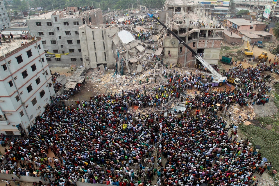 Bangladeshi people gather as rescuers look for survivors and victims at the site of a building that collapsed Wednesday in Savar, near Dhaka, Bangladesh, Thursday, April 25, 2013. (AP / A.M.Ahad)