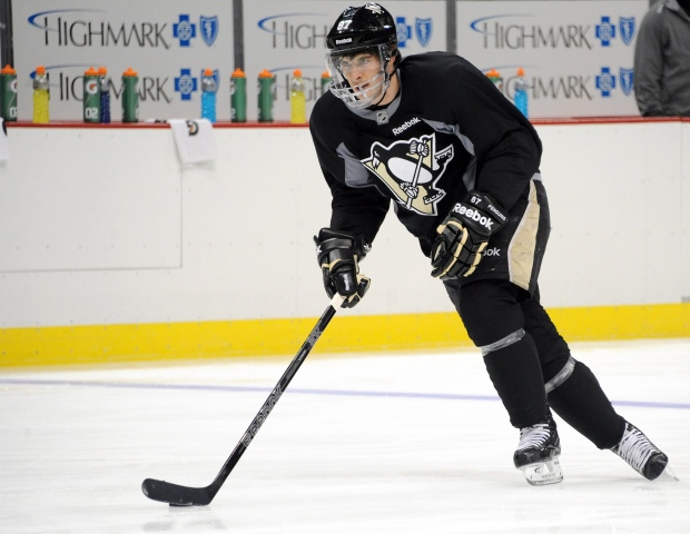 Sidney Crosby practices