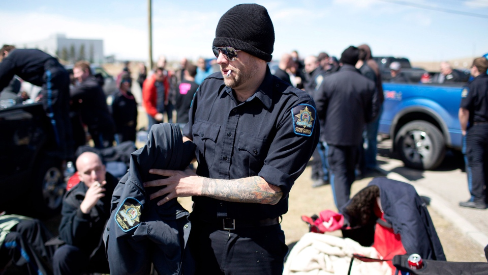 Correctional officers take part in a strike at the Calgary Correctional Centre in Calgary on Saturday April 27, 2013. (Jason Franson / THE CANADIAN PRESS)