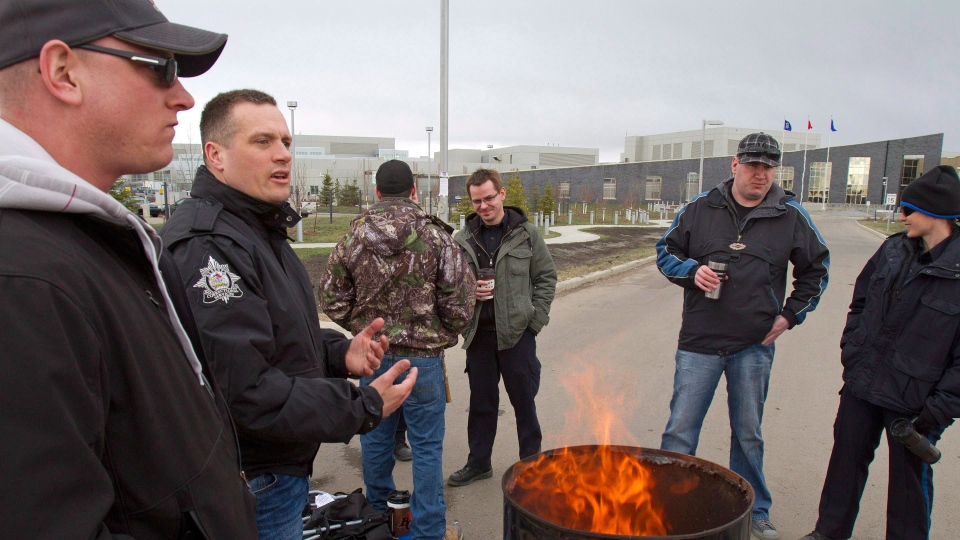 Correctional officers take part in a strike at the Edmonton Remand Centre on Saturday, April 27, 2013. (Ben Lemphers / THE CANADIAN PRESS)