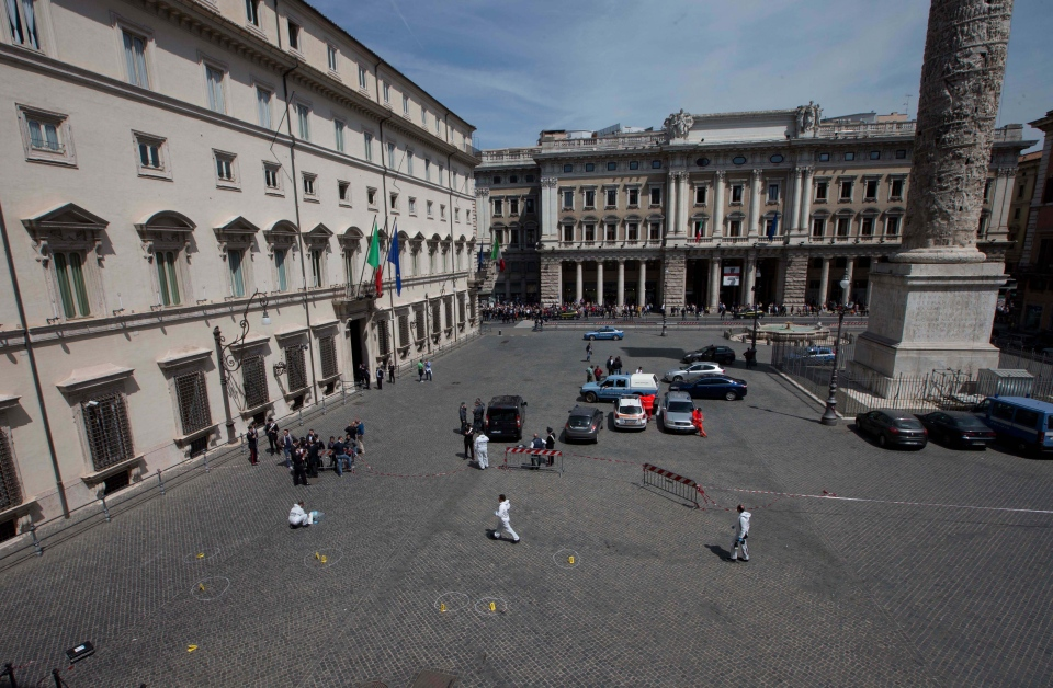 Carabinieri forensic police collect evidences in Piazza Colonna square, in front of Rome's Palazzo Chigi premier office, Sunday, April 28, 2013. (AP / Alessandra Tarantino)