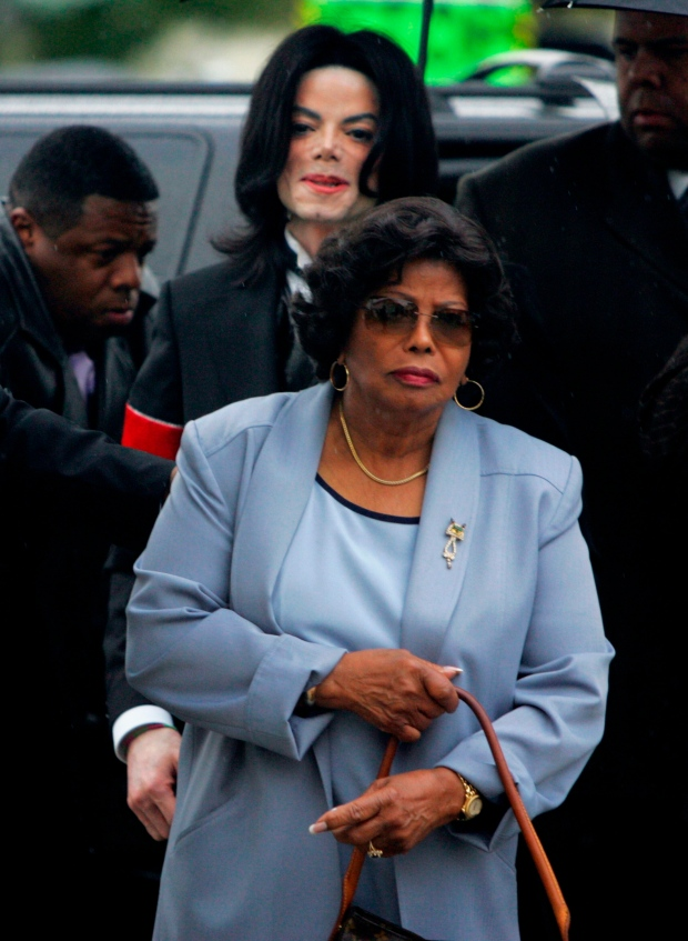 Michael behind Katherine Jackson on Feb. 28, 2005.