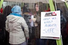 Alberta sheriffs, court workers join strike