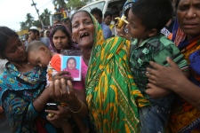 Factory Bangladesh family grieves