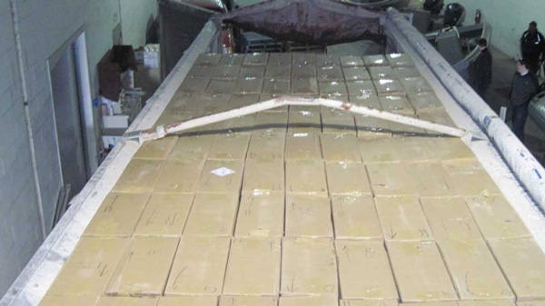 Police say the cigarettes were packed in 300,000 Ziploc-type bags. (courtesy)