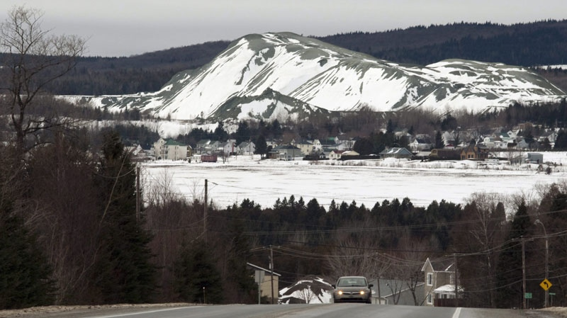 A mountain of mining residues from asbestos in East Broughton, near Therford Mines Que. December 13, 2010 (THE CANADIAN PRESS/Jacques Boissinot)