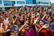 More than 600 dead in Banladesh factory collapse