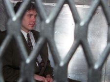 Paul Bernardo arrives at the provincial courthouse in Toronto, on Nov.3, 1995. (Frank Gunn / THE CANADIAN PRESS)