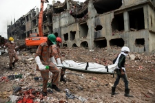 Bangladesh factory collapse death toll at 1,000