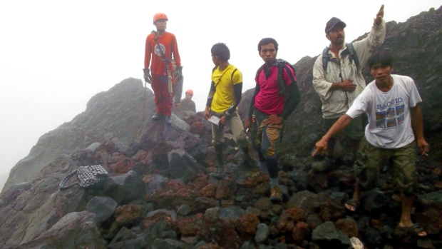 Bodies of 4 climbers, Filipino guide recovered