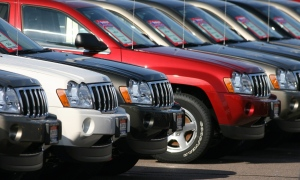 A long line of 2006 Jeep Grand Cherokee sports utility vehicles sit on the back lot of a Chrysler-Jeep dealership in the south Denver suburb of Centennial, Colo., on Sunday, Aug. 27, 2006.  (AP / David Zalubowski)