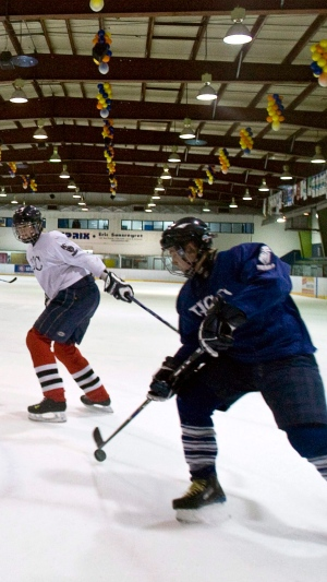 Hockey Alberta bans peewee body checking