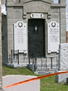 Graffiti left overnight on the tomb of former prime minister Pierre Trudeau, in St. Remi, Quebec, Saturday April 26, 2008. (Peter McCabe / THE CANADIAN PRESS)