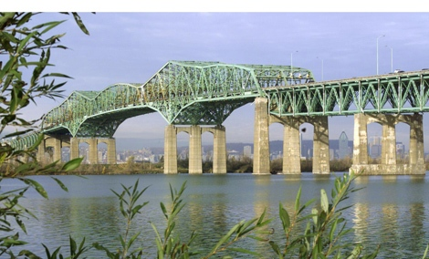 The Champlain bridge crossing the St-Lawrence river into Montreal seen from the south shore Tuesday, Nov. 13, 2001. (CP PHOTO/Paul Chiasson)