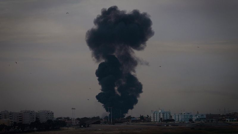 Smoke billows over the outskirts of Benghazi, eastern Libya, Saturday, March 19, 2011. (AP / Anja Niedringhaus)