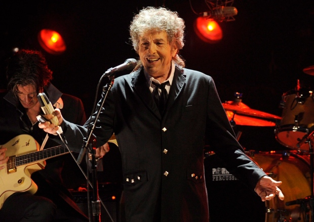 Bob Dylan says he'll be at Nobel Prize ceremony, newspaper reports
