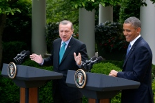 Obama holds joint news conference with Turkish PM