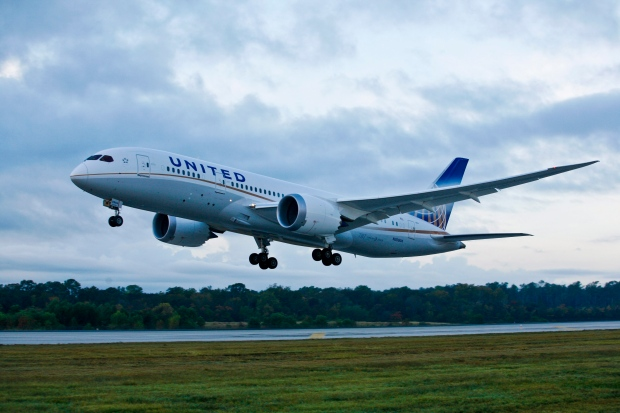 united airlines resumes 787 flights after 4 month hiatus