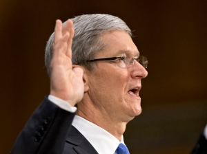 Apple CEO Tim Cook is sworn in on Capitol Hill in Washington, Tuesday, May 21, 2013. (AP / J. Scott Applewhite)