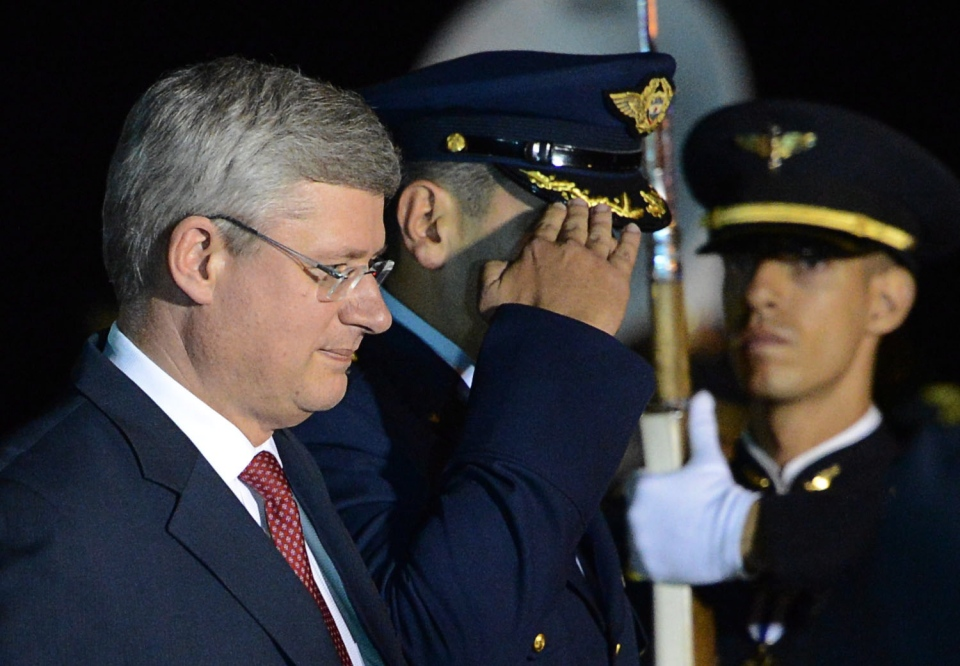 Prime Minister Stephen Harper arrives in Cali, Colombia on May 22, 2013 to take part in the Pacific Alliance summit. (Sean Kilpatrick/THE CANADIAN PRESS)