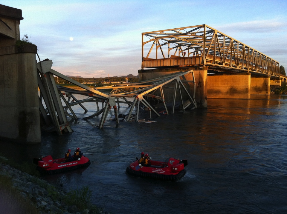 A portion of the Interstate 5 bridge is submerged after it collapsed into the Skagit River, dumping vehicles and people into the water in Mount Vernon, Wash., on May 23, 2013. (The Seattle Times/Rick Lund)