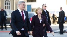 Prime Minister Stephen Harper arrives with wife Laureen to Rideau Hall in Ottawa on Saturday, March 26, 2011. (Sean Kilpatrick / THE CANADIAN PRESS)