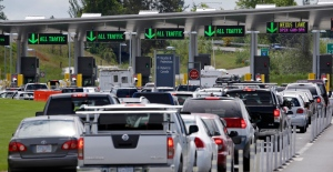 Cars from Canada line up to cross into the U.S. in Blaine, Wash., on Thursday, May 23, 2013. (AP / Elaine Thompson)