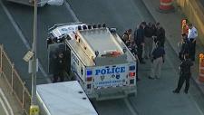 Suspicious vehicle on Brooklyn Bridge