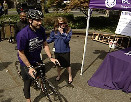 Vancouver Canuck Trevor Linden joined cyclists, cycling fans and cancer survivors to kick off the Westside Cycling Classic outside the B.C. Cancer Foundation on Tuesday, May 1, 2008.